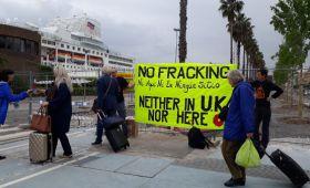 Acción de apoyo a la semana Internacional contra el fracking en Lancashire. No fracking. Cantabria